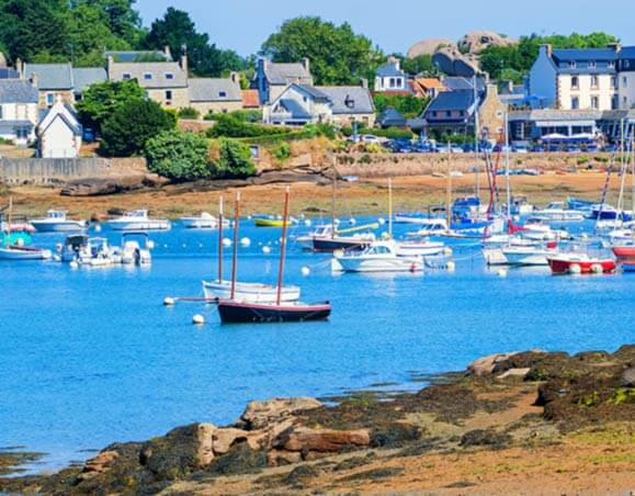 Port en bord de mer (Bretagne - France)